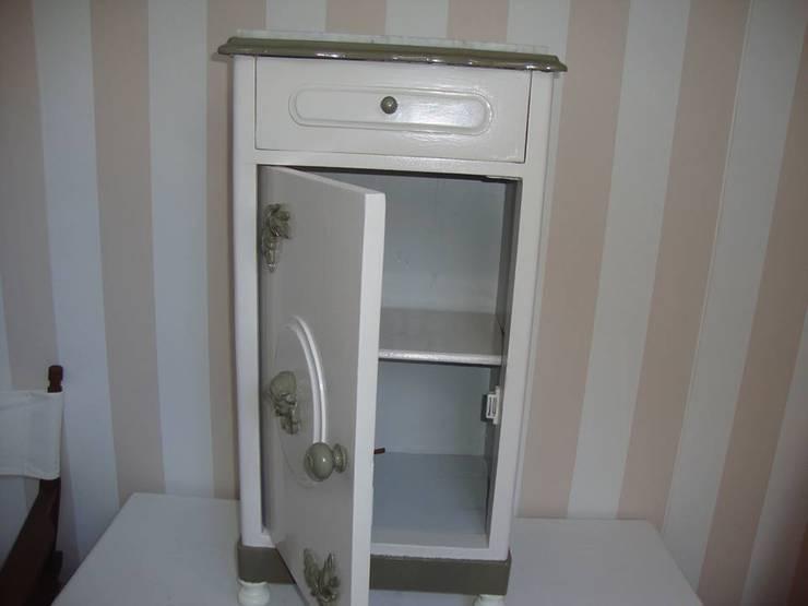 Mesa de cabceira:   por House Repair2015