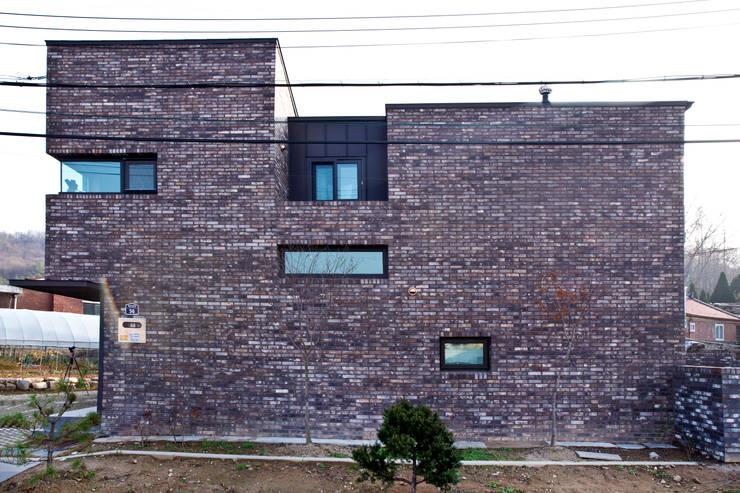 관산동 주택: GongGam Urban Architecture & Construction의  주택