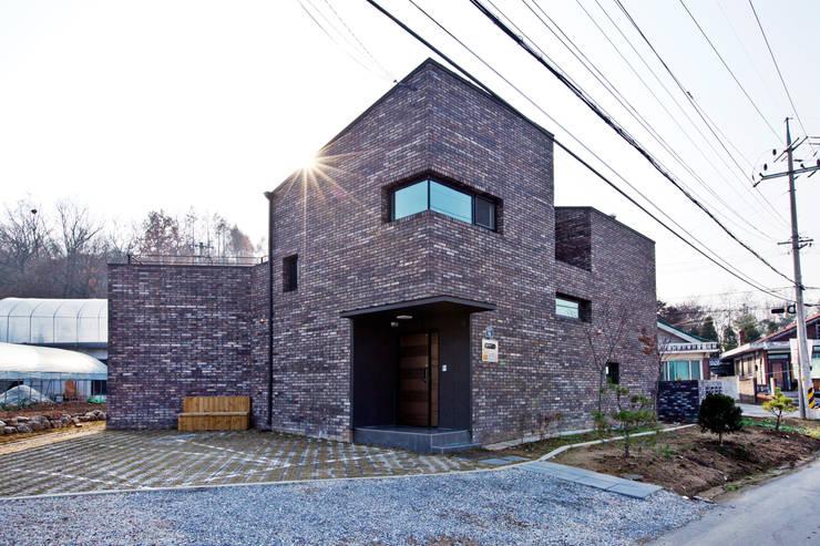 Projekty,  Domy zaprojektowane przez GongGam Urban Architecture & Construction