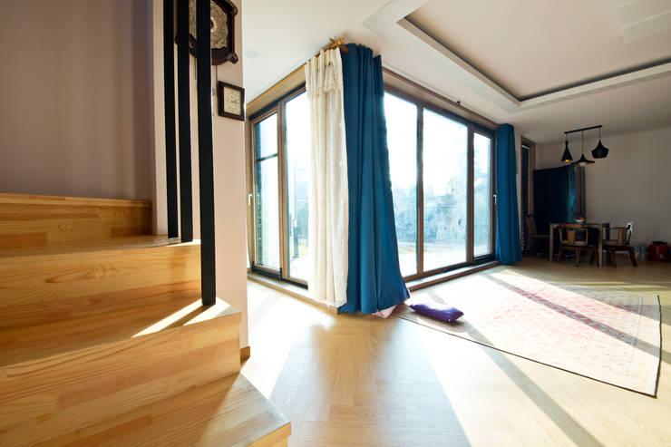 Projekty,  Salon zaprojektowane przez GongGam Urban Architecture & Construction
