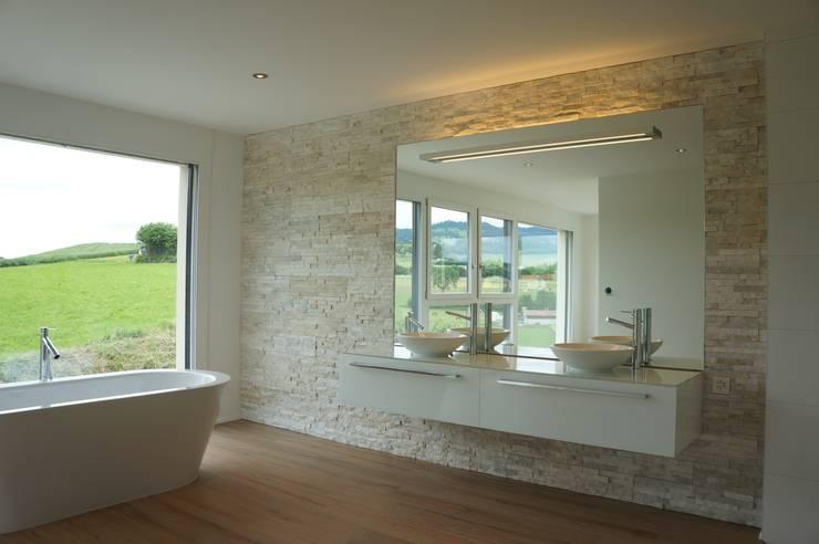 Badezimmerumbau: moderne Badezimmer von Stefan Räz - Raum und Möbel
