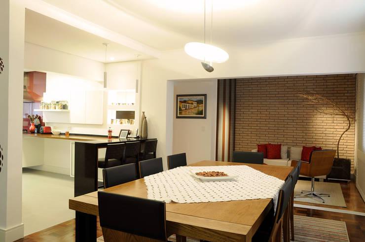 Apartamento Jardins: Salas de jantar  por Politi Matteo Arquitetura,Eclético