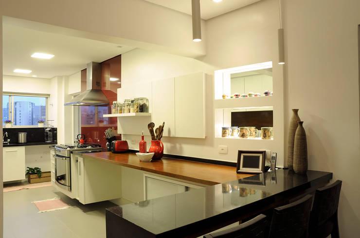 Apartamento Jardins: Cozinhas  por Politi Matteo Arquitetura,Eclético