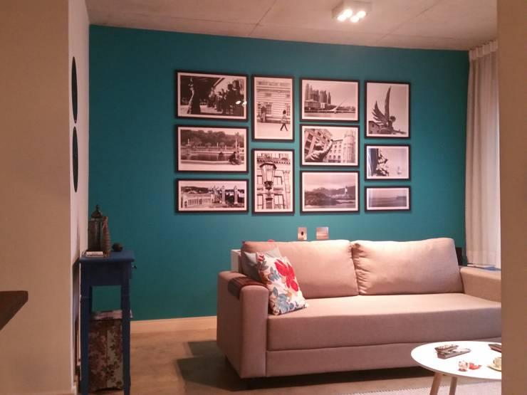 Renovação de ambiente: Salas de estar modernas por Politi Matteo Arquitetura