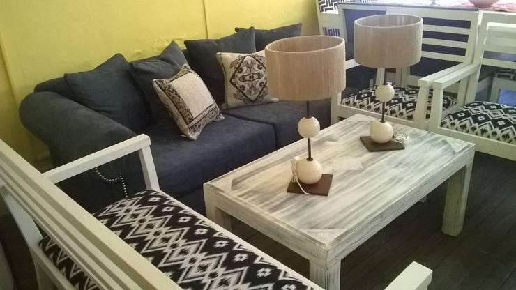 Livings de estilo moderno por Casa & Stylo, Concordia