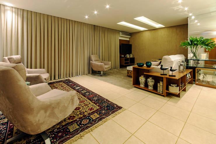 Sala Estar e Home:   por Adriana Dib Interiores,Moderno