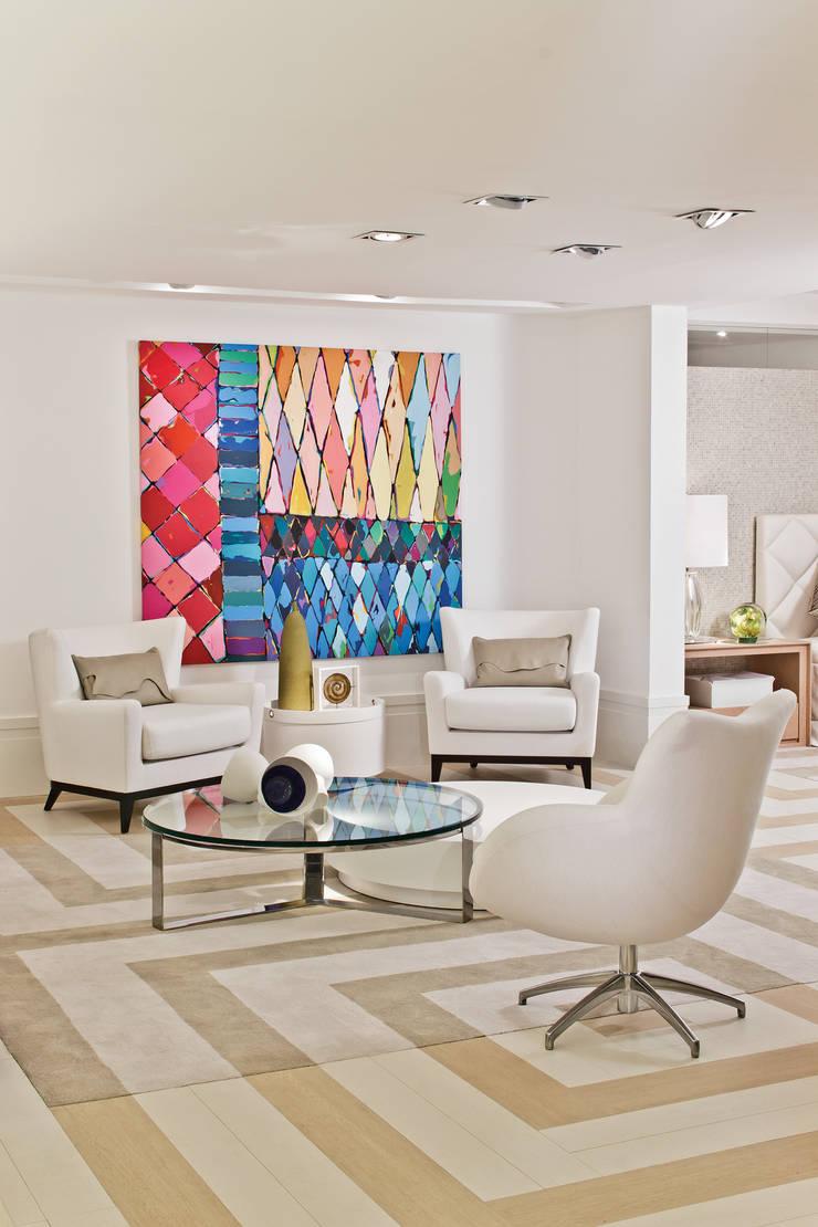Mostra Artefacto 2012: Salas de estar  por Yara Mendes Arquitetura e Decoração