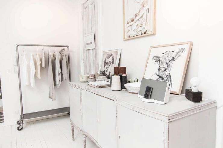 Ambientaciones: Dormitorios de estilo  por Ornatto