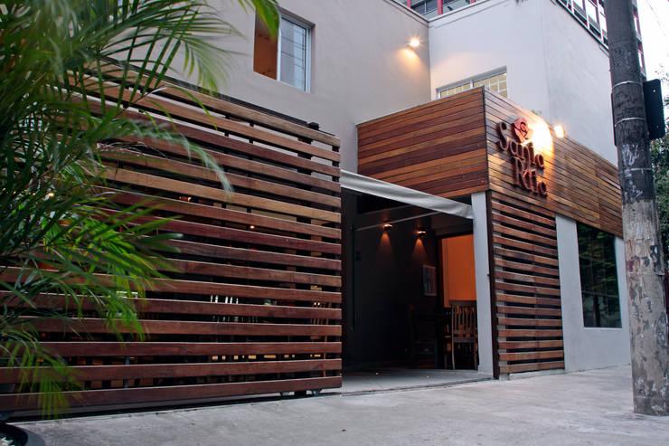 Restaurante Santa Rita: Espaços gastronômicos  por Politi Matteo Arquitetura