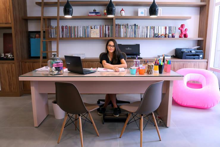 Vista geral da minha mesa.: Escritórios  por MEM Arquitetura