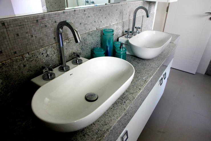 Ванные комнаты в . Автор – Vettori Arquitetura