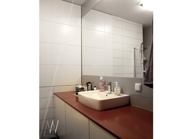 Biało-czerwone mieszkanie 2 pokojowe dla dwóch osób: styl , w kategorii Łazienka zaprojektowany przez AAW studio,Nowoczesny