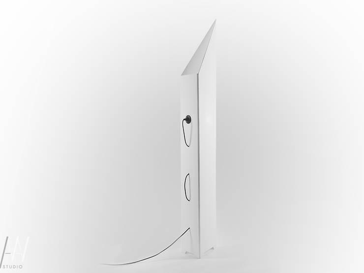 LAMPA STOJĄCA – ORIGAMI: styl , w kategorii  zaprojektowany przez AAW studio,Minimalistyczny