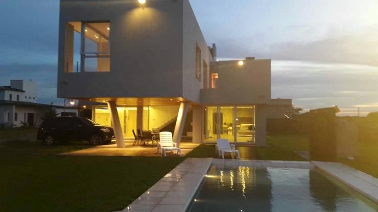 Iluminacion  decorativa: Casas de estilo  por VHA Arquitectura
