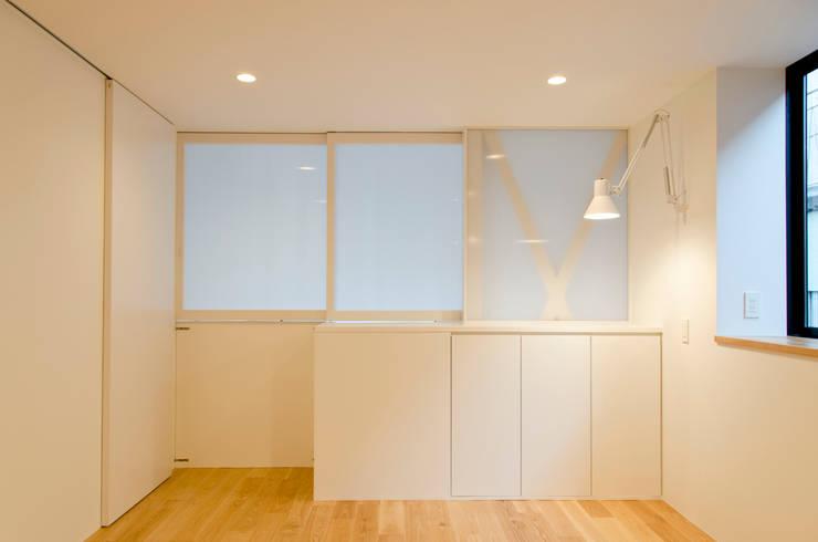 atami house: 씨즈 아틀리에의  침실