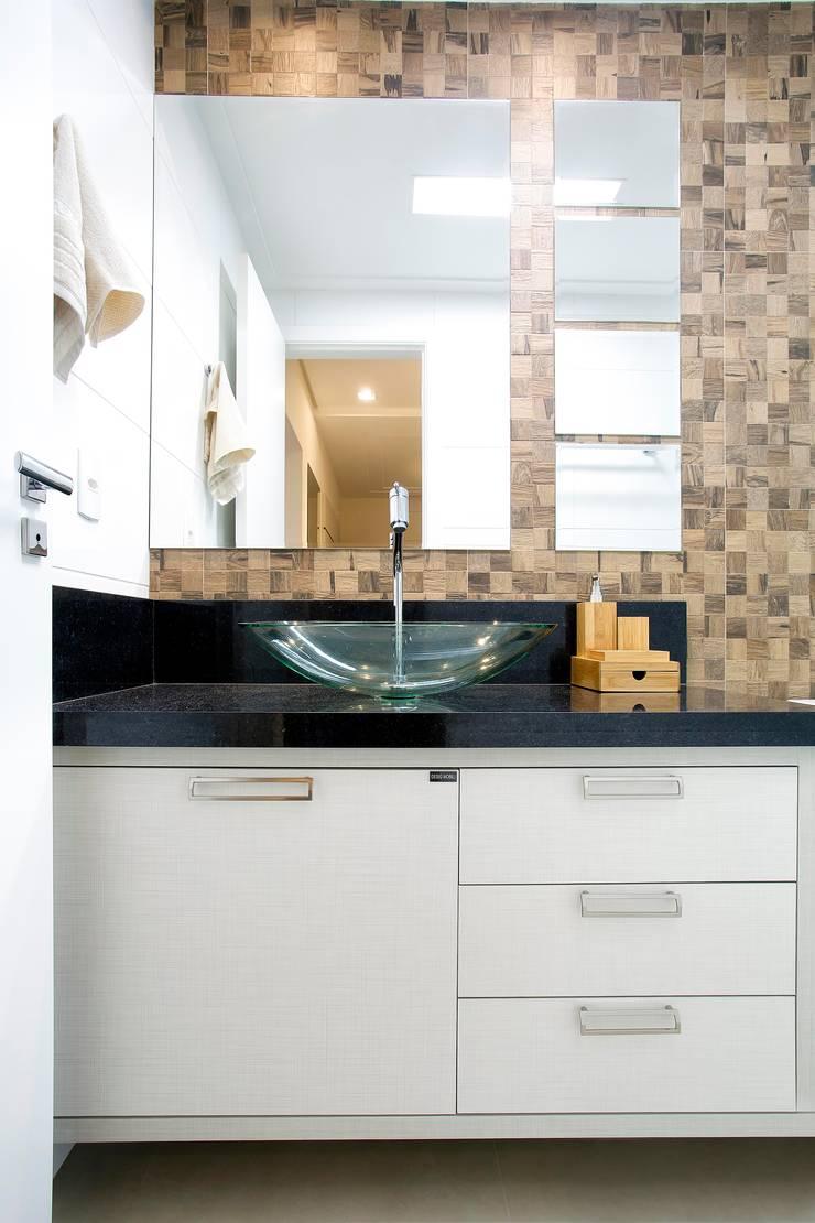 Apto. 64m²: Banheiros  por Andressa Saavedra Projetos e Detalhes