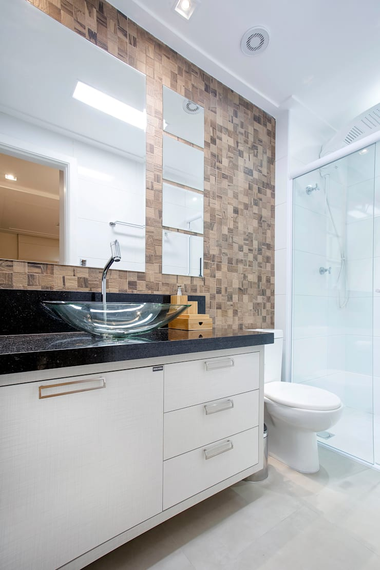 Apto. 64m²: Banheiros  por Andressa Saavedra Projetos e Detalhes,Clássico