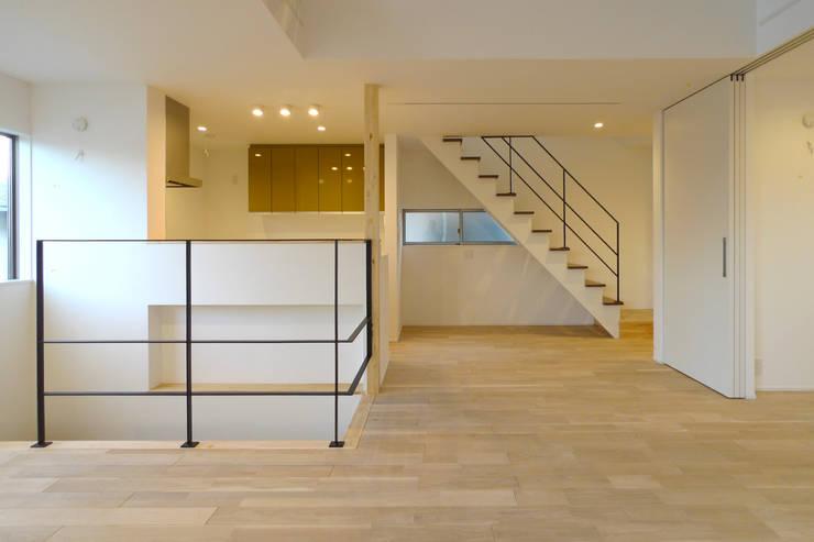 リビング3: OARK一級建築士事務所が手掛けたリビングです。
