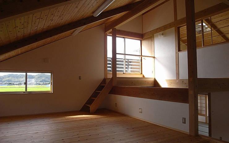 津屋崎の家: AMI ENVIRONMENT DESIGN/アミ環境デザインが手掛けた子供部屋です。