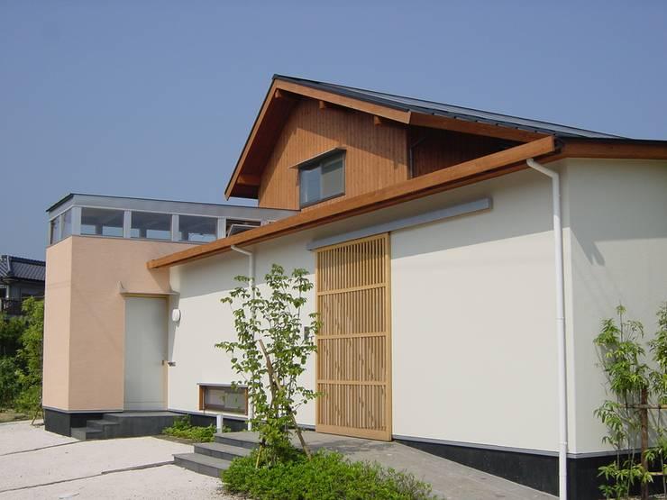 長屋門の家: AMI ENVIRONMENT DESIGN/アミ環境デザインが手掛けた家です。,