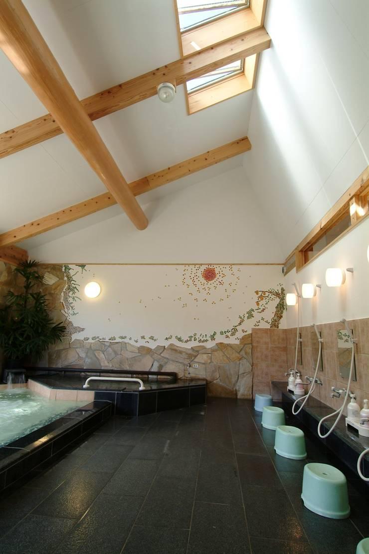 大河内温泉いのゆ: AMI ENVIRONMENT DESIGN/アミ環境デザインが手掛けたスパ・サウナです。,和風