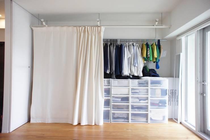 Habitaciones de estilo minimalista por ニュートラル建築設計事務所