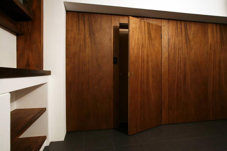 アフター・リビング壁: 戸田晃建築設計事務所が手掛けたです。