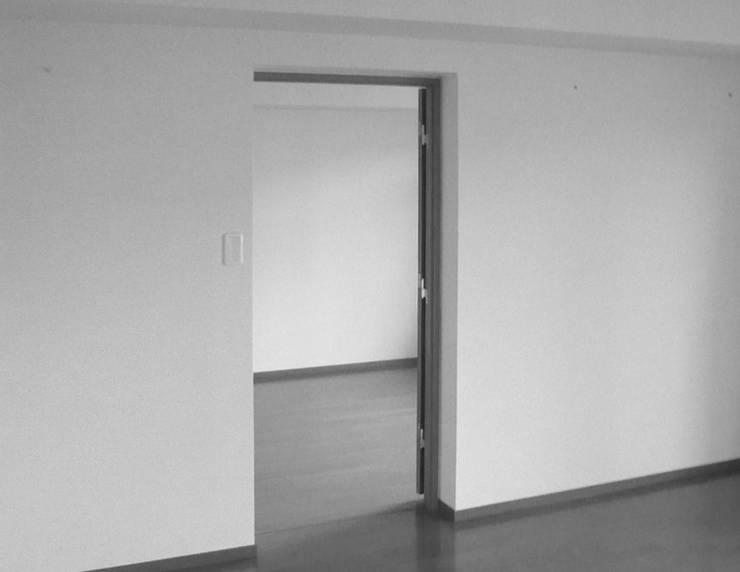 ビフォー・リビング壁: 戸田晃建築設計事務所が手掛けたです。