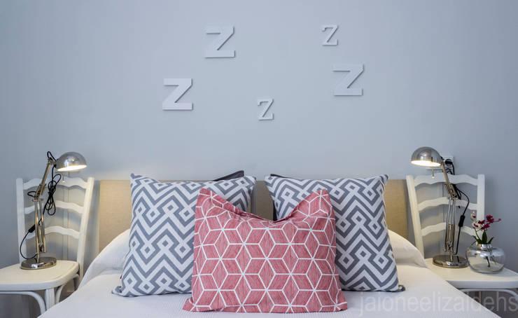Спальная комната  в . Автор – jaione elizalde estilismo inmobiliario - home staging