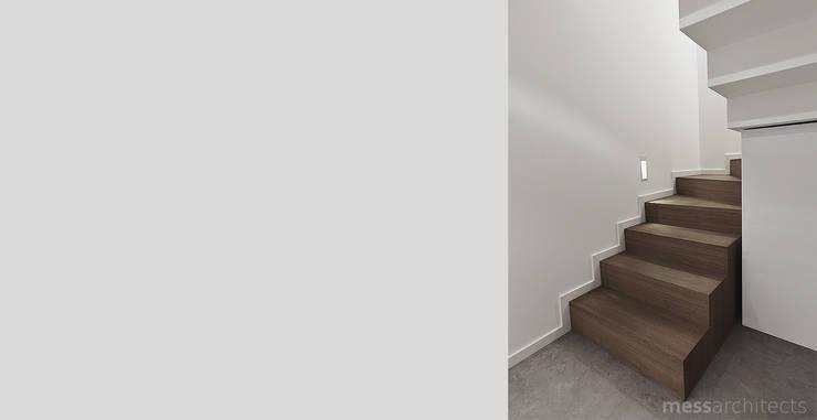 Projekt wnętrza pod łodzią: styl , w kategorii Korytarz, przedpokój zaprojektowany przez Mess Architects,Minimalistyczny