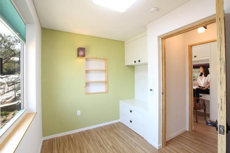 침실: 주택설계전문 디자인그룹 홈스타일토토의  침실,모던