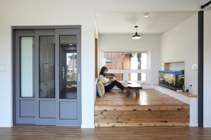 Living room by 주택설계전문 디자인그룹 홈스타일토토