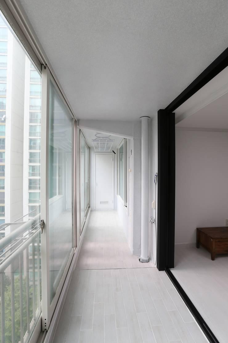 인천 우성아파트 24평 인테리어 : 금화 인테리어 의  베란다,모던