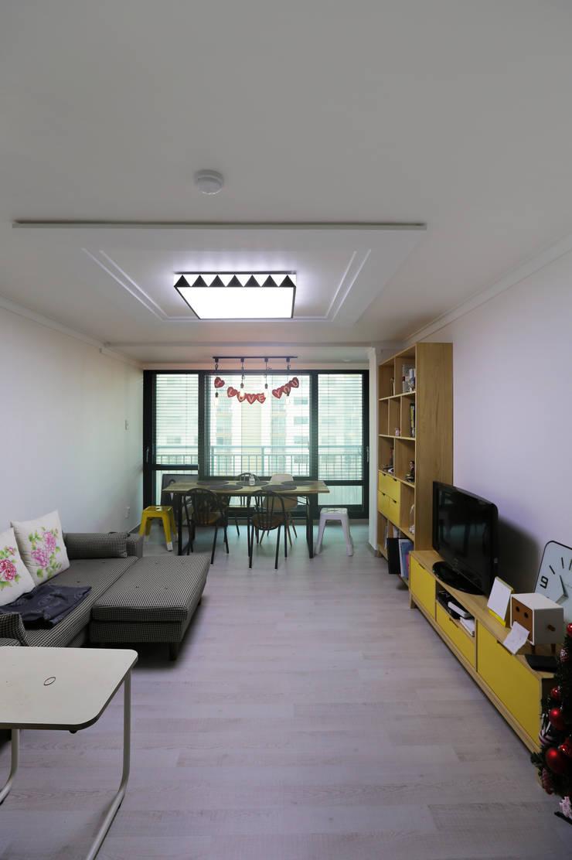 인천 삼산동 산삼타운 21평 : 금화 인테리어 의  거실