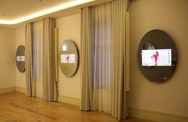 Flores Village Hotel & Spa – Works by Glassinnovation: Locais de eventos  por Glassinnovation - Glass'IN