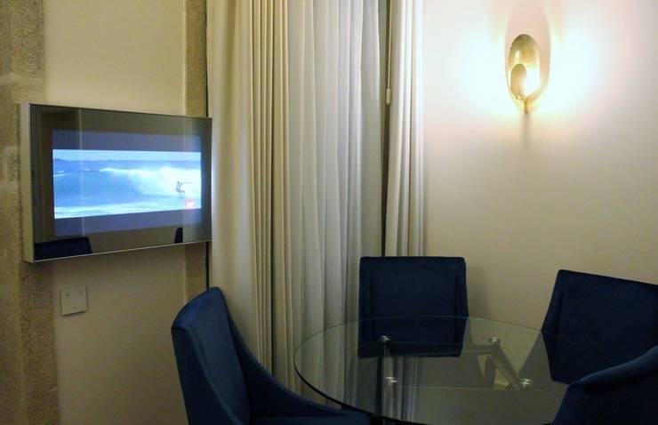 Flores Village Hotel & Spa – Works by Glassinnovation: Hotéis  por Glassinnovation - Glass'IN