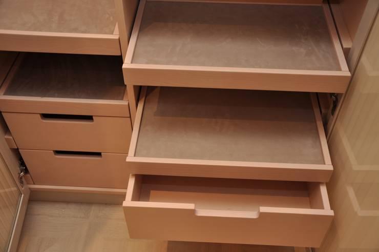 Spogliatoio in stile  di  ARNOLD-Möbelmanufaktur GmbH & Co. KG - Finest Interiors