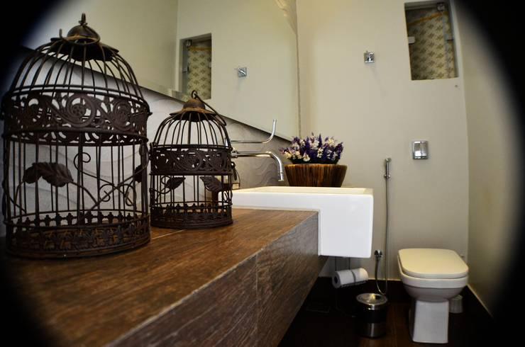 RESIDÊNCIA FC: Banheiros  por TRES MAIS arquitetura