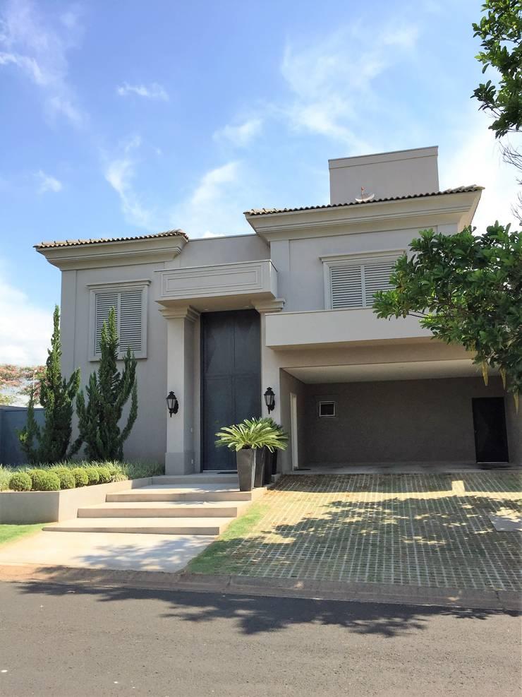 Residencia Tarraf - Condominio Harmonia: Casas  por FERNANDO ROMA . estudioROMA,Mediterrâneo