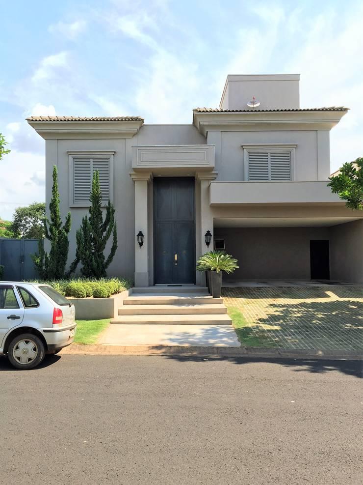 Residencia Tarraf – Condominio Harmonia: Casas  por FERNANDO ROMA . estudioROMA,Mediterrâneo