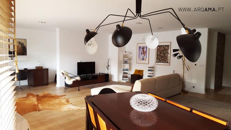 Scandinavian House: Salas de estar escandinavas por ARQAMA - Arquitetura e Design Lda