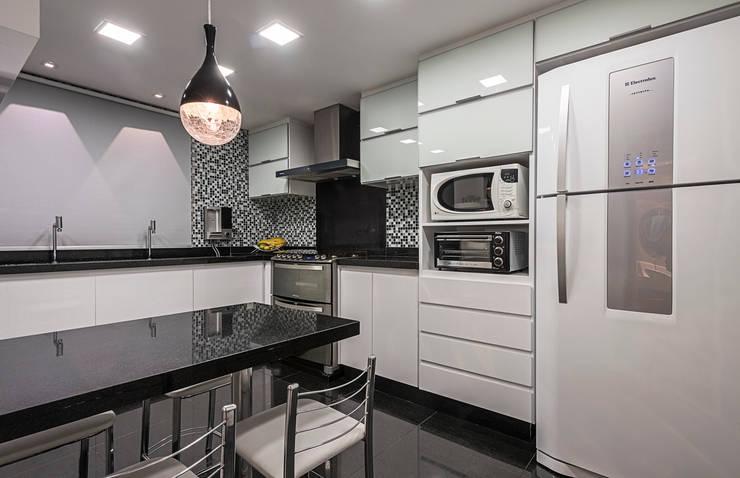Projeto Apartamento Luxemburgo: Cozinhas modernas por Laura Santos Design