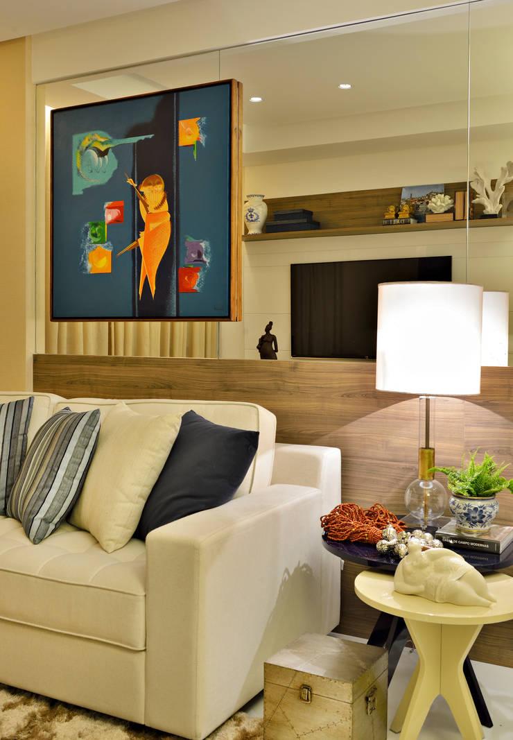 Apartamento FL: Salas de estar  por Bastos & Duarte
