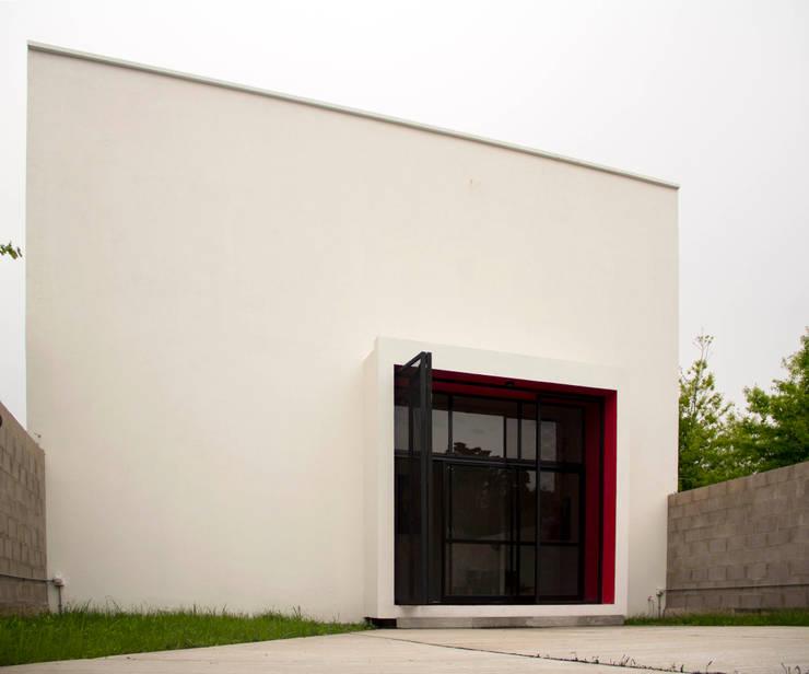 Escuela de Artes Escénicas de Villa Elisa: Casas de estilo  por reimersrisso