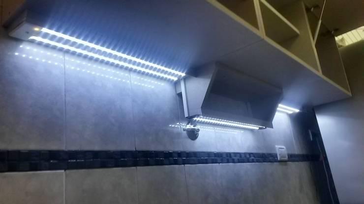 Especiero LED: Cocinas de estilo  por X Design Muebles