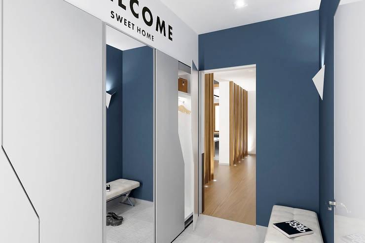 Couloir et hall d'entrée de style  par ONE STUDIO, Scandinave