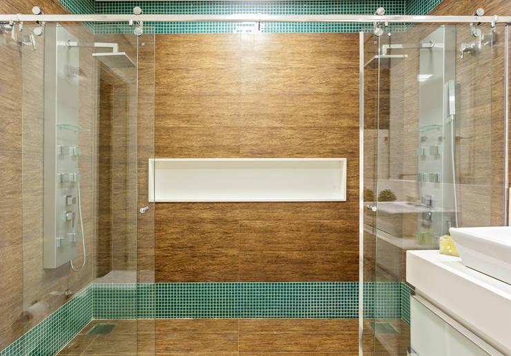 Bathroom by Laura Santos Design