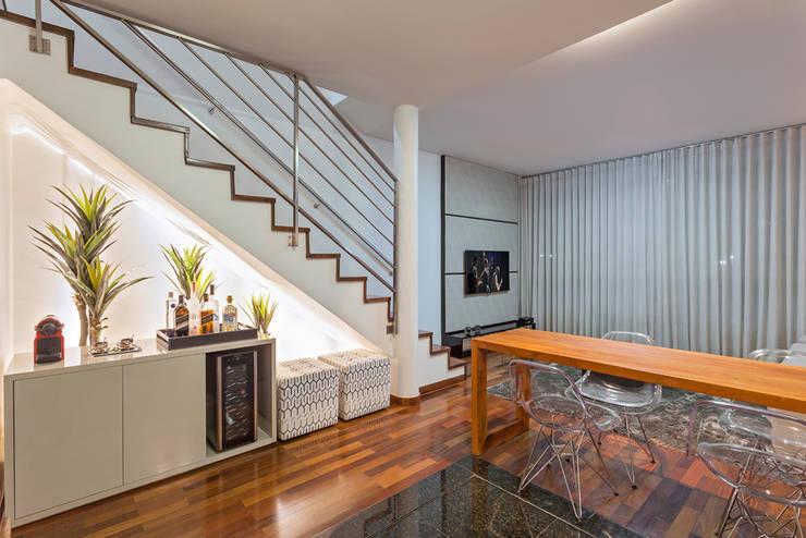 Loft Duplex: Salas de jantar  por Laura Santos Design,Moderno