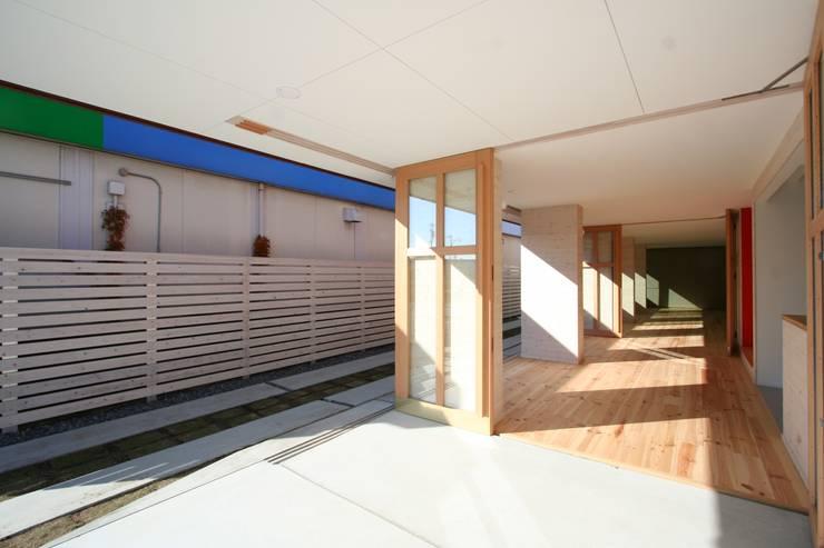 名古屋グローリアスチャペル: 池戸建築事務所が手掛けた廊下 & 玄関です。