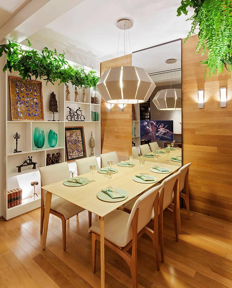 Mostra – Casa Cor Minas – Sala de Jantar e Adega: Salas de jantar  por Laura Santos Design,Moderno